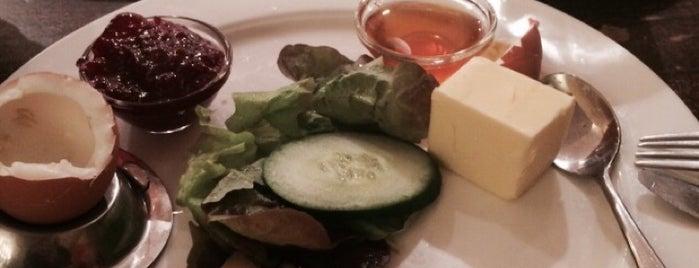 Bastian's is one of Locais curtidos por Leonard.