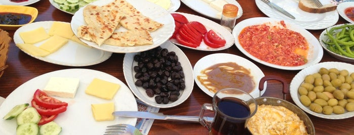 Türkan Hanım'ın Yeri is one of Locais curtidos por Burak.