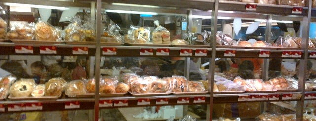 Eaton Bakery & Restaurant is one of List Kuliner Jakarta.
