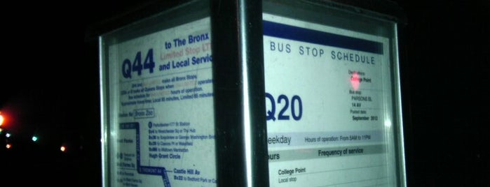 MTA NYCTA Bus at Parsons Blvd & 14th Ave: (Q20B, Q44, Q76, QM2) is one of Orte, die Mei gefallen.