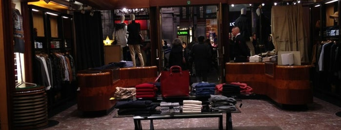 Massimo Dutti is one of Antwerpen.