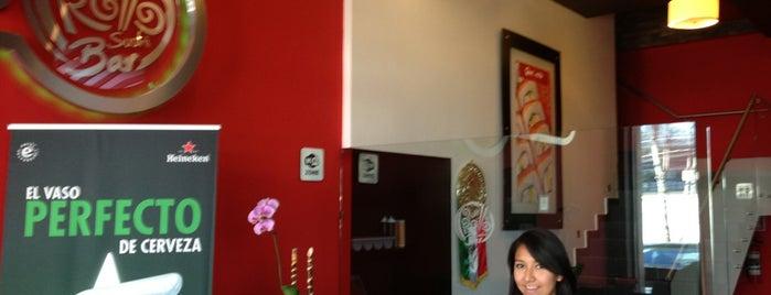Qué Rollo Sushi Bar is one of สถานที่ที่บันทึกไว้ของ Kiyomi.