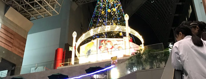 Kyoto Station Building is one of Tempat yang Disukai Yohan Gabriel.