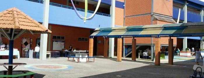 Colegio Bom Jesus -Unidade Saguacu is one of Tempat yang Disukai Raphaël.