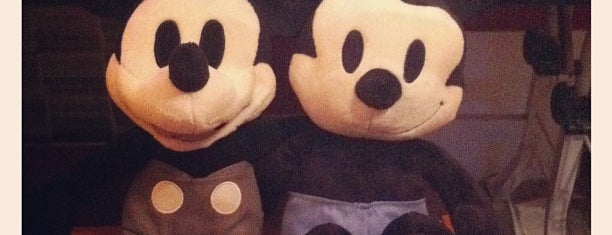 Disney Store is one of Lugares favoritos de Jessica.