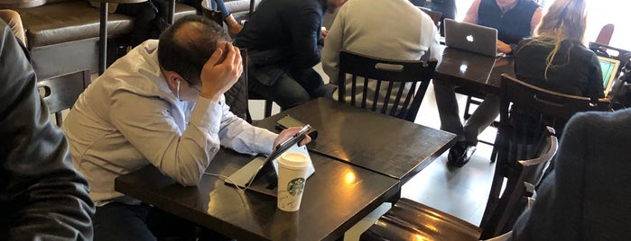 Starbucks is one of Lou'nun Beğendiği Mekanlar.