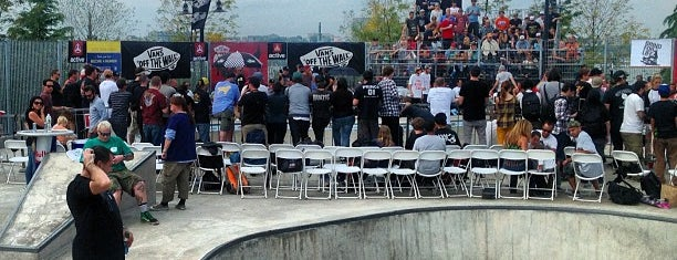 Pier 62 Skatepark is one of Locais curtidos por Danyel.
