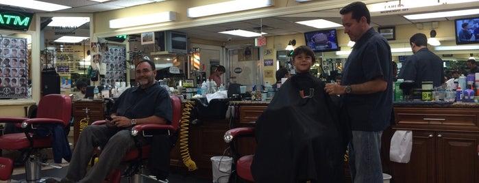 The Classic Barber Shop is one of สถานที่ที่ Raul ถูกใจ.