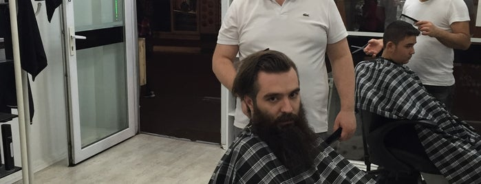 Onur's Barber Club is one of Posti che sono piaciuti a Murat karacim.