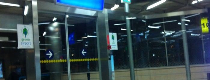 Gate 103 is one of atatürk havalimani hava ve kara tarafı.