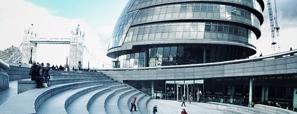 City Hall (Greater London Authority) is one of Locais curtidos por Barry.