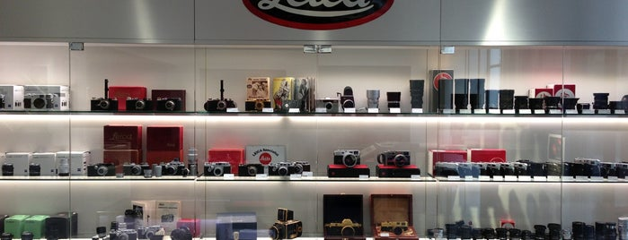 Leica Store is one of Lugares favoritos de Scott.