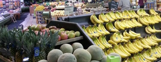 Whole Foods Market is one of สถานที่ที่ Jonathan ถูกใจ.