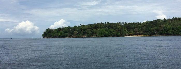 Phi Phi Islands is one of Lugares favoritos de Janett.