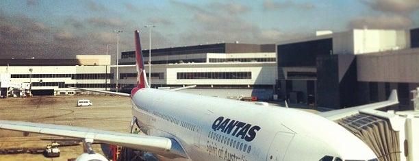 Sydney Airport (SYD) is one of Lugares favoritos de Katie.