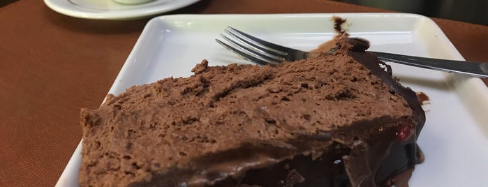CakeSpot Café by Alice Bolos is one of Tempat yang Disukai Amanda.