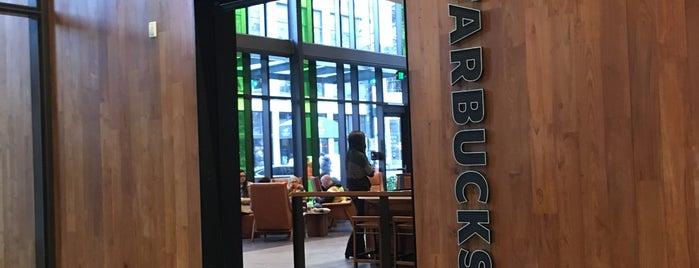 Starbucks is one of Orte, die Josh gefallen.