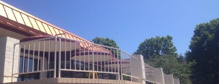 McDonald's is one of Lieux sauvegardés par Josh.