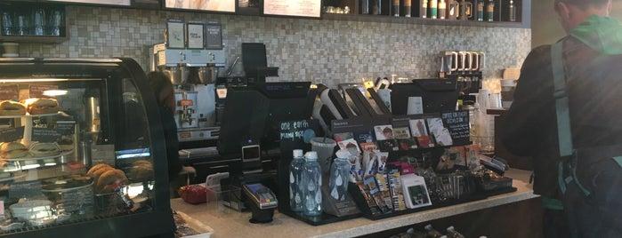 Starbucks is one of Lugares favoritos de Josh.