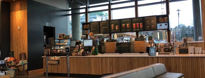 Starbucks is one of Locais salvos de Josh.