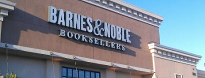 Barnes & Noble is one of Vera'nın Beğendiği Mekanlar.
