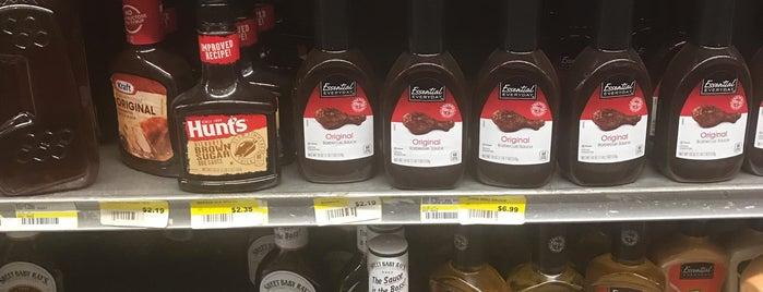 BESTWORLD Supermercado is one of Tempat yang Disukai Andrew.