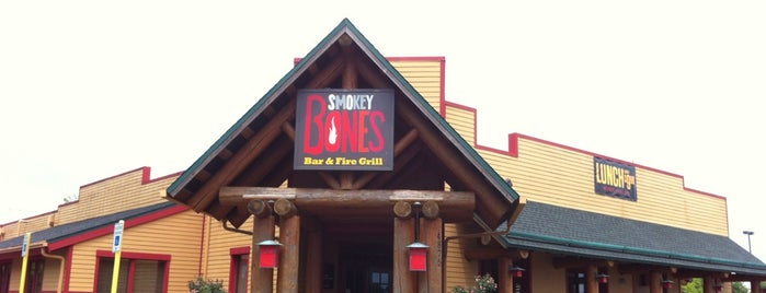 Smokey Bones Bar & Fire Grill is one of Food.