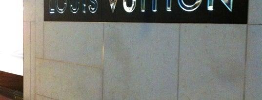 Louis Vuitton is one of Lugares guardados de Pedro.