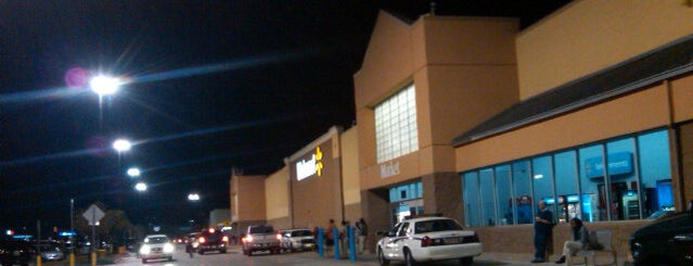 Walmart Supercenter is one of Lieux qui ont plu à Ursula.
