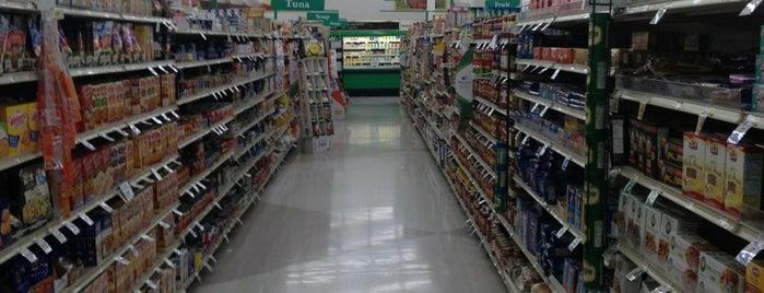 Lowes Foods is one of Chuck'un Beğendiği Mekanlar.