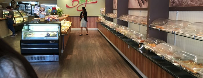 Bonjour bakery & cafe is one of Ruby 님이 좋아한 장소.