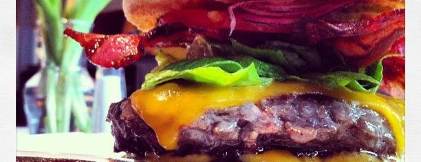 Luna Burger is one of Locais curtidos por Selin.