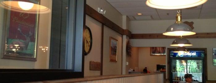 Sophia's Pizza Restaurant is one of Locais curtidos por Montana.