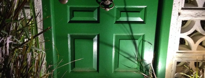 The Green Door is one of Lugares favoritos de Chuck.