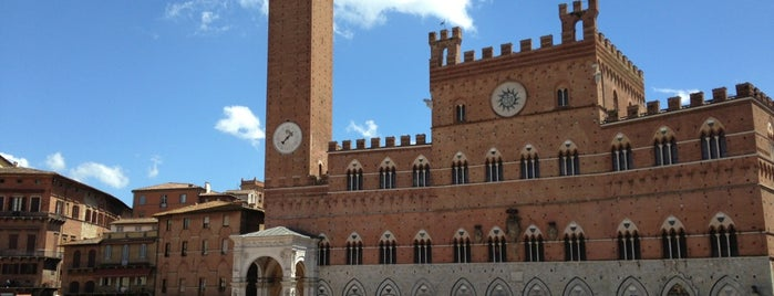 Piazza del Campo is one of Tempat yang Disukai Dominic.