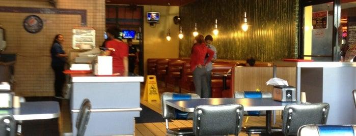 Park Cafe is one of Shawn'ın Beğendiği Mekanlar.