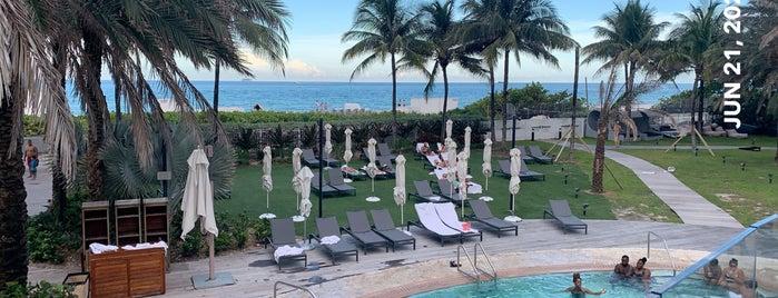 Nobu Hotel Miami Beach is one of Orte, die Foxxy gefallen.