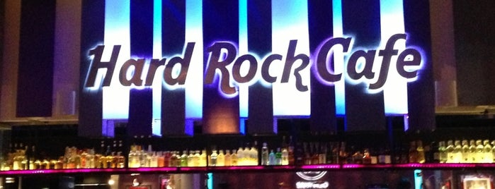 Hard Rock Cafe Santiago is one of Lieux sauvegardés par Rosalia.