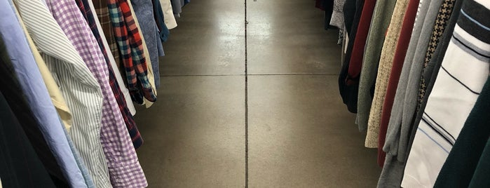 Arc Thrift Store is one of Lieux qui ont plu à Danielle.