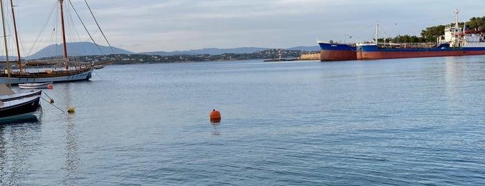 Καπελογιάννης is one of Spetses Island.