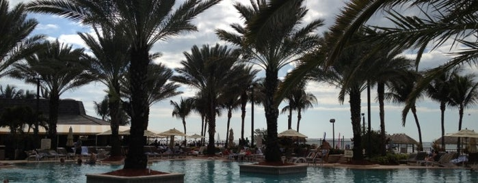 Pool at Marco Island Marriott is one of Orte, die Stephanie gefallen.