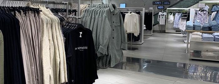 H&M is one of Tempat yang Disukai Shank.