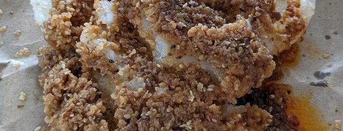 Bedok Chwee Kueh 勿洛水粿 is one of Singapore Food.
