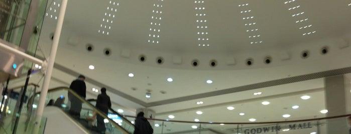 Kirkgate Shopping Centre is one of สถานที่ที่ Victor ถูกใจ.