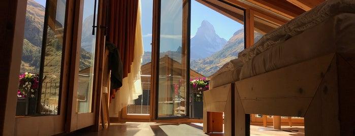 Hotel Phoenix is one of Locais curtidos por Heidi.