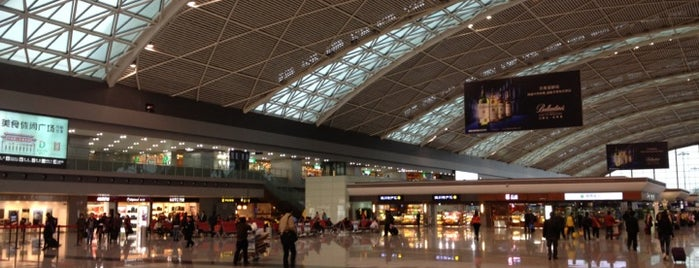 Terminal 2 is one of Lugares favoritos de Matthew.