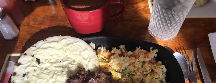 La Parrilla Latina Colombian Restaurant. is one of Orte, die Fernando gefallen.