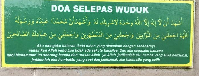 Masjid Kg. Dato' Abu Bakar Baginda is one of masjid.