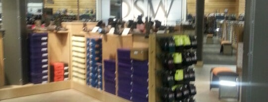 DSW Designer Shoe Warehouse is one of Lieux qui ont plu à Ivy.