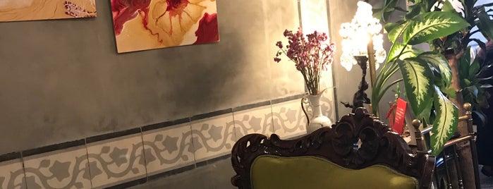 Velvet Cafe, Balat is one of Locais curtidos por Kadriye.